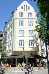 Architekturfotos aus dem Hamburger Stadtteil Eimsbüttel - Bezirk Eimsbüttel; Etagenhaus mit Laden im Eppendorfer Weg / Eckgebäude.