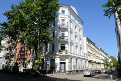 Architekturfotos aus dem Hamburger Stadtteil Eimsbüttel - Bezirk Eimsbüttel; Mehrfamilienhaus mit Ladengeschäft im Kleinen Schäferkamp. Das Gebäude wurde 1875 errichet, Architekt F. G. Schirlitz.