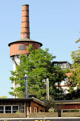 Fotos aus dem Hamburger Stadtteil Hoheluft West, Bezirk Hamburg Eimsbüttel. Schornstein der ehem. Tabakfabrik in der Hoheluftchausse - die Fabrikanlage wurde 1910 errichtet  und steht unter Denkmalschutz - Architekt Gustav Schrader.