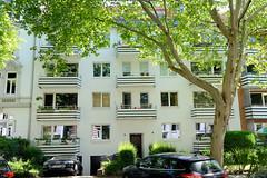 Bilder aus dem Hamburger Stadtteil Hoheluft West, Bezirk Hamburg Eimsbüttel. Wohnhaus / Etagenhaus im Hamburger Generalsviertel - Moltkestraße.