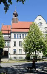 Architekturfotos aus dem Hamburger Stadtteil Eimsbüttel - Bezirk Eimsbüttel; Blick auf das Helene-Lange-Gymnasium in der Bogenstraße. Die damalige Höhere Mädchenschule wurde 1910 eröffnet - Architekt Albert Erbe.