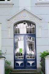 Bilder aus dem Hamburger Stadtteil Hoheluft Ost - Bezirk Hamburg Nord. Jugendstil-Hauseingang in der Husumer Straße.