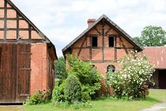 Bilder von  Küsten,  Gemeinde im Landkreis Lüchow-Dannenberg - Metropolregion Hamburg; Fachwerkscheunen / landwirtschaftliche Nebengebäude.