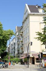 Bilder aus dem Hamburger Stadtteil Hoheluft West, Bezirk Hamburg Eimsbüttel. Etagenhäuser im Hamburger Generalsviertel  - Wohnhäuser mit Satteldach in der Mansteinstraße / Bismarckstraße.