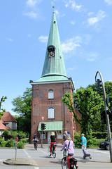 Fotos aus dem Hamburger Stadtteil Eppendorf - Bezirk Hamburg Nord. Blick zur St. Johanniskirche, sogen. Hochzeitskirche an der Ludolfstraße / Kellinghusenstraße;  die jetzige Kirche wurde 1751 errichtet.