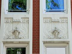 Architekturfotos aus dem Hamburger Stadtteil Eimsbüttel - Bezirk Eimsbüttel; Jugendstildekor mit Reliefköpfen und Blumenwerk.