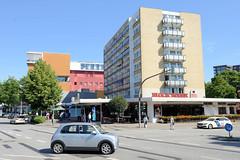 Bilder aus dem Hamburger Stadtteil Hoheluft West, Bezirk Hamburg Eimsbüttel. Wohnhäuser / Hochhaus an der Kreuzung Hoheluftchausse / Lehmweg.