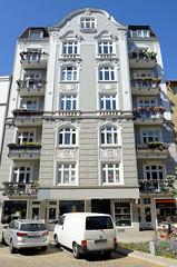 Architekturfotos aus dem Hamburger Stadtteil Eimsbüttel - Bezirk Eimsbüttel; mehrstöckiges Wohnhaus der Gründerzeit in der Weidenallee.
