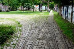 Fotos aus dem Hamburger Stadtteil Hoheluft West, Bezirk Hamburg Eimsbüttel. Straßenbahnschienen / Weichen am  ehem. Straßenbahndepots / Betriebshof an der Gärtnerstraße - jetzt Teil eines Kinderspielplatzes.