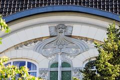 Architekturfotos aus dem Hamburger Stadtteil Eimsbüttel - Bezirk Eimsbüttel; Giebeldekor eines Jugendstilgebäudes.