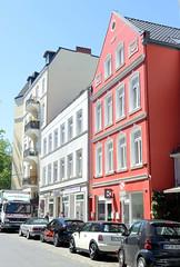 Architekturfotos aus dem Hamburger Stadtteil Eimsbüttel - Bezirk Eimsbüttel; Wohnhäuser mit Geschäften - Eppendorfer Weg.