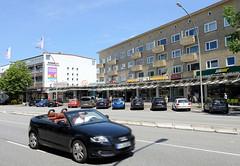 Bilder aus dem Hamburger Stadtteil Hoheluft Ost - Bezirk Hamburg Nord; Wohnhäuser / Etagenhäuser mit Ladenzeile im Erdgeschoss / Hoheluftchaussee.