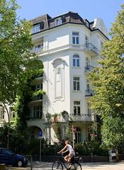 Architekturfotos aus dem Hamburger Stadtteil Eimsbüttel - Bezirk Eimsbüttel; Etagenhaus an der Ottersbekallee / Lutterothstraße. Das unter Denkmalschutz stehende Gebäude wurde 1906 errichtet - Architekt Albert Lindhorst.