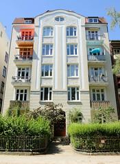 Architekturfotos aus dem Hamburger Stadtteil Eimsbüttel - Bezirk Eimsbüttel; Etagenhaus mit floralem Jugendstildekor / Hausfassade in der Otterbeksallee. Das denkmalgeschützte Gebäude wurde 1907 errichtet, Architekt Carl Kirchner.