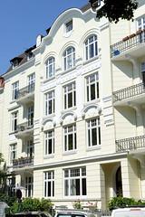 Bilder aus dem Hamburger Stadtteil Hoheluft Ost - Bezirk Hamburg Nord. Hamburger Gründerzeitarchitektur - Etagenhaus in der Husumer Straße.