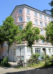 Architekturfotos aus dem Hamburger Stadtteil Eimsbüttel - Bezirk Eimsbüttel; Mehrfamilienhaus mit Laden in der Vereinsstraße. Das Wohngebäude wurde 1878 gebaut - Architekt W. Bregartner.