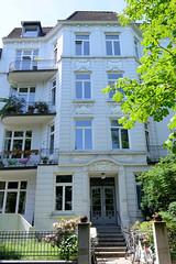 Bilder aus dem Hamburger Stadtteil Hoheluft Ost - Bezirk Hamburg Nord. Denkmalgeschütztes  Etagenhaus in der Curschmannstraße, errichtet um 1907.