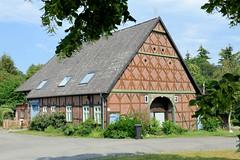 Fotos vom Dorf Breese im Bruche - Gemeinde Jameln, Landkreis Lüchow-Dannenberg / Metropolregion Hamburg; Fachwerkgebäude mit  Wellplatten-Dach.