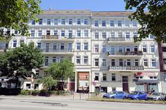 Architekturfotos aus dem Hamburger Stadtteil Eimsbüttel - Bezirk Eimsbüttel; Mehrfamilienhaus / Geschäfte in der Fruchtallee, errichtet 1892 - Architekten Peters & Liebel.