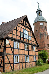 Fotos vom Dorf - Ortsteil Prezier; Gemeinde Lemgow, Landkreis Lüchow-Dannenberg - Metropolregion Hamburg.   Heilige-Drei-Könige-Kapelle und Fachwerkgebäude.