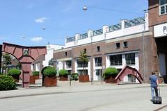 Bilder aus dem Hamburger Stadtteil Hoheluft Ost - Bezirk Hamburg Nord. Ehemalige Fahrzeugwerkstätten Falkenried - der Betriebshof für Straßenbahnen wurde 1892 eröffnet. Die Ziegelgebäude wurden um 1930 errichtet - die Anlage wurde 1999 geschlossen un