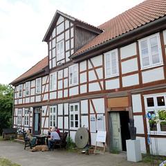 Fotos von Lübeln,  Ortsteil der Gemeinde Küsten; Landkreis Lüchow-Dannenberg - Metropolregion Hamburg. Fachwerkgebäude der Lübelner Mühle, das Gebäude wird jetzt als Wohnraum genutzt.