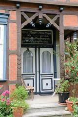 Bilder von  Küsten,  Gemeinde im Landkreis Lüchow-Dannenberg - Metropolregion Hamburg; Eingang eines Wohnhauses mit Inschrift.