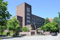 Bilder aus dem Hamburger Stadtteil Hoheluft Ost - Bezirk Hamburg Nord. Gebäude des Gymnasiums Curschmannstraße - Architekt Fritz Höger, 1928.