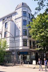 Architekturfotos aus dem Hamburger Stadtteil Eimsbüttel - Bezirk Eimsbüttel; Eckgebäude in der Vereinsstraße mit aufwändigem Fassadendekor.