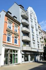 Fotos aus dem Hamburger Stadtteil Eppendorf - Bezirk Hamburg Nord. Wohnhäuser / Geschäfte im Baustil der Gründerzeit in der Eppendorfer Landstraße.