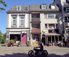 Architekturfotos aus dem Hamburger Stadtteil Eimsbüttel - Bezirk Eimsbüttel; Geschäftshäuser, Wohngebäude im unterschiedlichen Baustil, Kleiner Schäferkamp.