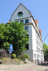 Bilder aus dem Hamburger Stadtteil Hoheluft Ost - Bezirk Hamburg Nord. Gebäude der Grund- und Stadtteilschule Löwenstraße.