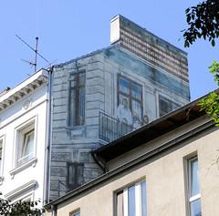 Architekturfotos aus dem Hamburger Stadtteil Eimsbüttel - Bezirk Eimsbüttel; Reste einer alten Fassadenmalerei in der Margaretenstraße - durch einen Neubau verdeckt.