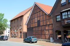 Bilder von der historischen Hansestadt Fürstenau im Landkreis Osnabrück - Bundesland Niedersachsen;  Alte Fachwerkscheune und Lagergebäude an der Bahnhofstraße.