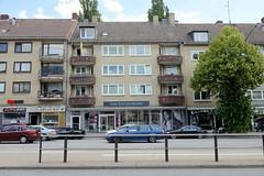 Fotos aus dem Hamburger Stadtteil Hoheluft West, Bezirk Hamburg Eimsbüttel. Wohnhäuser an der Hoheluftchausse - Baustil der 1960er Jahre.