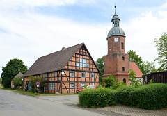 Fotos vom Dorf - Ortsteil Prezier; Gemeinde Lemgow, Landkreis Lüchow-Dannenberg - Metropolregion Hamburg.  Heilige-Drei-Könige-Kapelle und Fachwerkhaus.