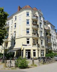 Architekturfotos aus dem Hamburger Stadtteil Eimsbüttel - Bezirk Eimsbüttel; Etagenhaus mit Laden in der Lutterothstraße / Lastropsweg. Das denkmalgeschützte Gebäude wurde 1908 errichtet, Architekt C. H. Frühauf.