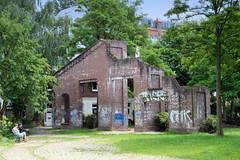 Fotos aus dem Hamburger Stadtteil Hoheluft West, Bezirk Hamburg Eimsbüttel. Ruine / Reste des ehem. Straßenbahndepots / Betriebshof an der Gärtnerstraße - jetzt Teil eines Kinderspielplatzes.
