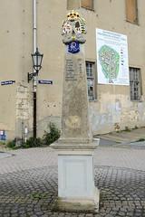 Fotos von der Stadt Löbau in der sächsischen Oberlausitz; kursächsischen Postmeilensäule an der Teichpromenade.