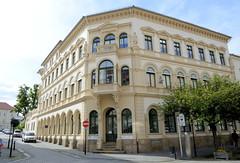 Fotos von der Stadt Löbau in der sächsischen Oberlausitz; historisches Eckgebäude an der Bahnhofstraße, das denkmalgeschützte Wohn- und Geschäftshaus wurde um 1863 im Baustil der Neorenaissance errichtet.