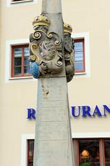 Fotos von der Stadt Löbau in der sächsischen Oberlausitz; Detail der Postmeilensäule am Promenadenring - rekonstruiert 1993.