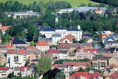 Fotos von der Stadt Löbau in der sächsischen Oberlausitz; Blick vom  König-Friedrich-August-Turm auf dem Löbauer Berg auf die Stadt.