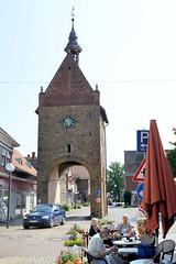 Bilder von der historischen Hansestadt Fürstenau im Landkreis Osnabrück - Bundesland Niedersachsen; Blick von der Großen Straße zum Hohen Tor - ehem. Stadttor der Stadtbefestigung.