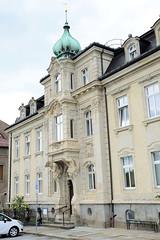 Fotos von der Stadt Löbau in der sächsischen Oberlausitz; Villa mit aufwändigem Stuckdekor und Kupfer - Zwiebelturm, Villa Reichel -  am Theaterplatz.