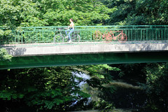 Architekturbilder aus dem Hamburger Stadtteil Eimsbüttel - Bezirk Eimsbüttel; FußgängerIn, Radbrücke / Goebenbrücke über den Isebekkanal.