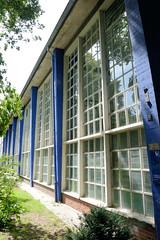 Architekturbilder aus dem Hamburger Stadtteil Eimsbüttel - Bezirk Eimsbüttel; Architektur der 1950er Jahre - Behörde für Schule und Berufsausbildung im Moorkamp.