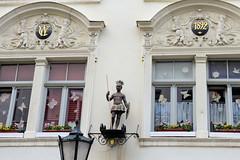 Fotos von der Stadt Löbau in der sächsischen Oberlausitz; Mietshaus mit Mohren-Drogerie in der Inneren Zittauer Straße - errichtet 1892.