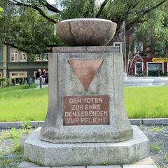 Fotos von der Stadt Löbau in der sächsischen Oberlausitz; Denkmal am Wettiner Platz - Den Toten zur Ehre, den Lebenden zur Pflicht.