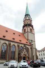 Fotos von der Stadt Löbau in der sächsischen Oberlausitz; Kirchenschiff und Kirchturm der St. Nikolai Kirche, ursprünglich im 13. Jahrhundert errichtet - Erweiterung 1742, Restaurierung 1885.