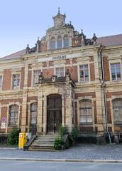 Fotos von der Stadt Löbau in der sächsischen Oberlausitz; historisches Postamt in der Poststraße, errichtet 1888 im Baustil der Neorenaissance.